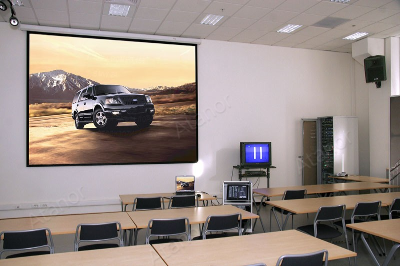 Проекционный экран в Учебном центре Ford