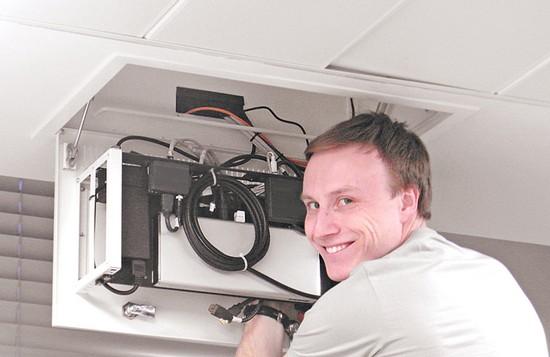 Потолочные шкафы серии MP-RM-CB-3U предназначены для установки малого объема активного и пассивного телекоммуникационного, электротехнического и другого оборудования в стандарте 19″ внутри офисных помещений