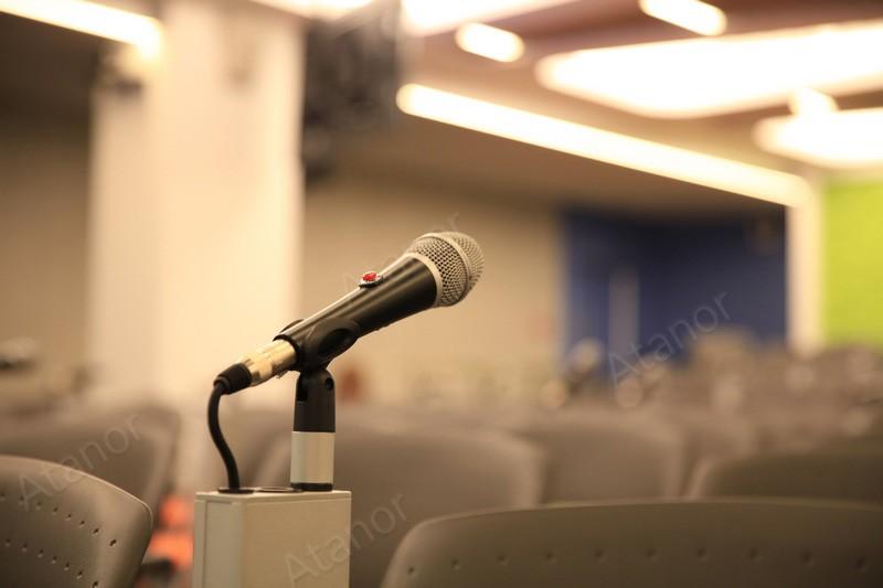 Оригинальная разработка микрофонной стойки для конференц-зала компании