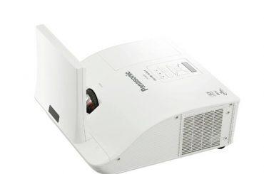 Ультракороткофокусные проекторы Panasonic PT-TW330