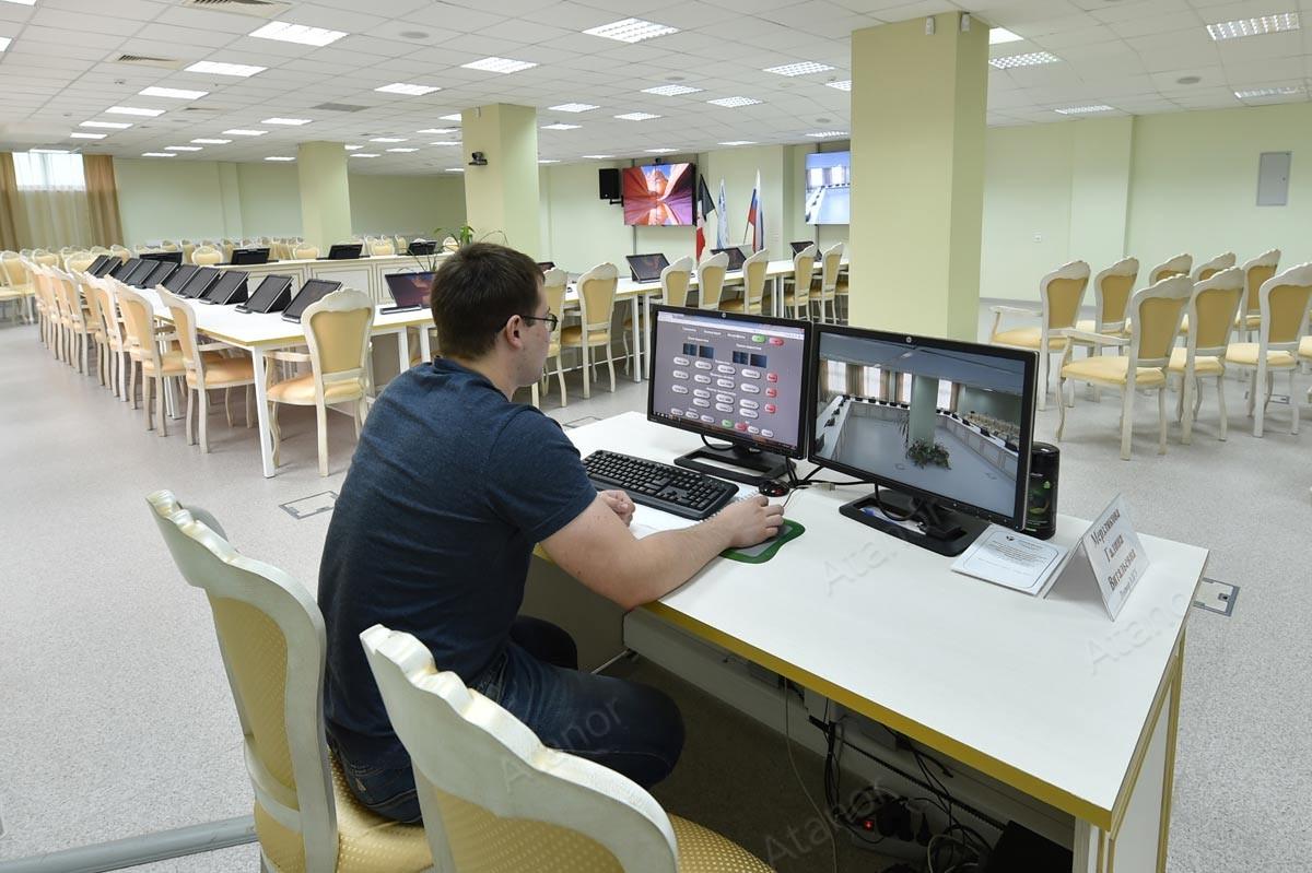 Система управления Palantir в конференц-зале Удмуртского ГУ