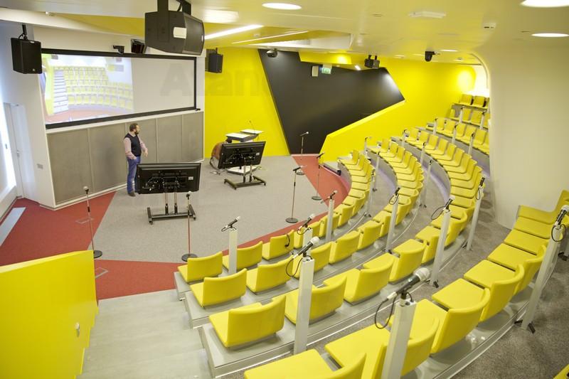 Конференц-зал «Мулен Руж» в головном офисе компании «Яндекс»