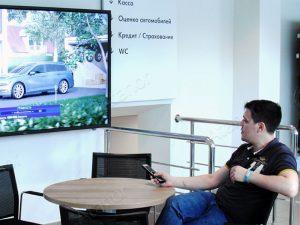 Digital Signage для работы с клиентом в автосалоне