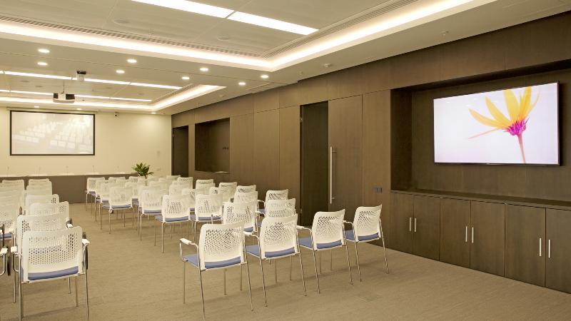 Оборудование конференц-зала в бизнес-центре «Ростелеком»