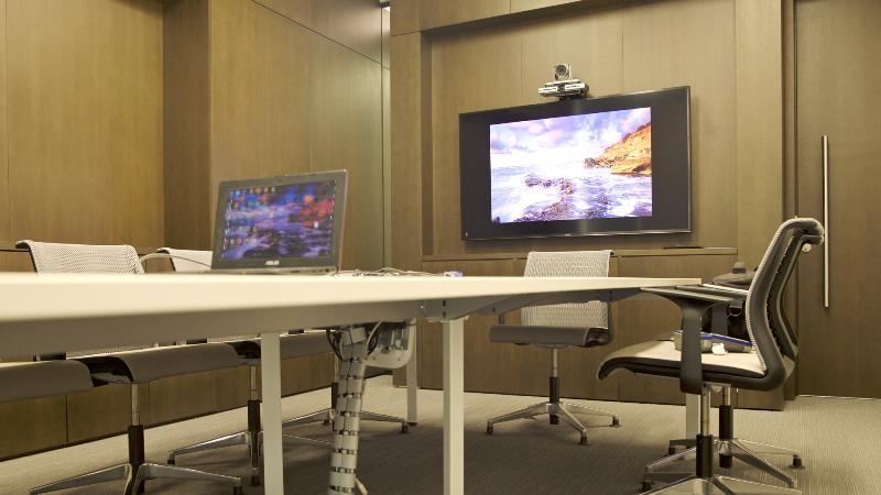 Система видеоконференцсвязи в переговорной комнате бизнес-центра «Ростелеком»